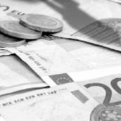 Η τρόικα παρεμποδίζει τις τράπεζες να δανείζουν το Δημόσιο