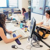 Λαιμητόμος για τους μισθούς των δημοσίων υπαλλήλων