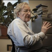 Τσόμσκι: «Οι πολιτικές της Ευρωπαϊκής Ένωσης καταστρέφουν την Ελλάδα!»