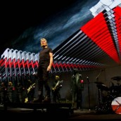 Roger Waters για Χρυσή Αυγή: «Πόσο αξιοθρήνητοι είναι!»