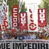 Χιλιάδες εργαζόμενοι βγήκανε πάλι στους δρόμους για να «τους σταματήσουνε»